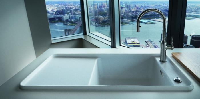 STYLE FRAGRANIT + L'atout charme de la cuisine Avec son design avant-gardiste, son coloris unique blanc « albâtre » et ses nombreux accessoires astucieux, l'évier Style est l'élément indispensable de votre cuisine.